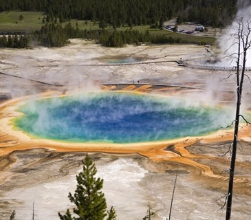Prismatic pool Yellowstone N.P.