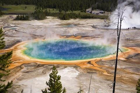 Prismatic pool Yellowstone N.P.