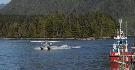 Hidroavión amerizando canadá