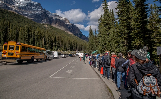 Moraine lake bus