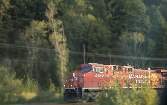 tren canadian pacific en movimiento