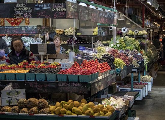 Interior mercado Granville island Vancouver Canada