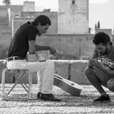 guitarristas en el mirador de San Nicolás Granada