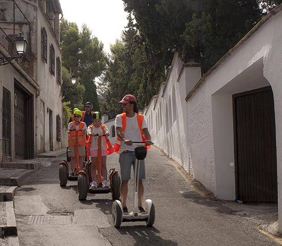 turistas en el barrio del Albaicín
