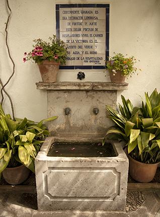 fuente del carmen de la Victoria en el barrio del Albaicín Granada