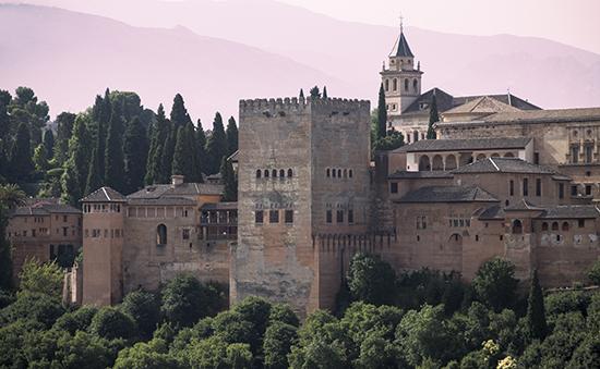 Vistas de la Alhambra desde el mirador de San Nicolás en el barrio del Albaicín