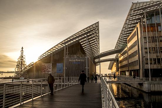 paseo marítimo de Akershus bridge y Museo Nacional de Arte Oslo