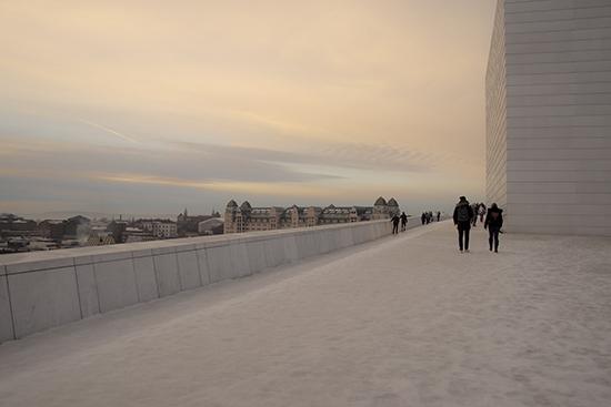 Edificio de la Opera Oslo nevado
