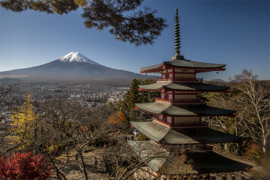 vistas del monte fuji con pagoda chureito en noviembre