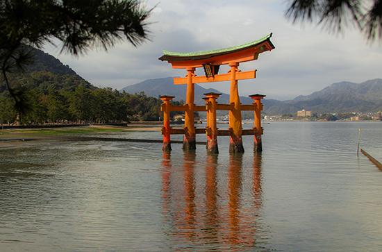 vistas panorámicas torii Miyajima Japon