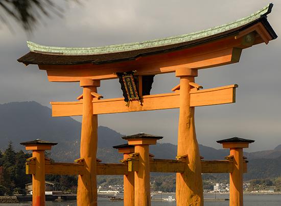 Detalle torii rojo Miyajima island