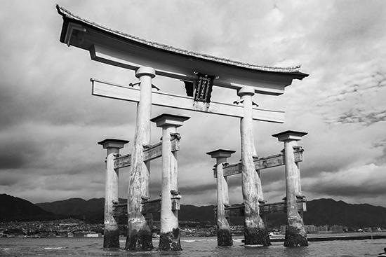 torii Miyajima island black and white