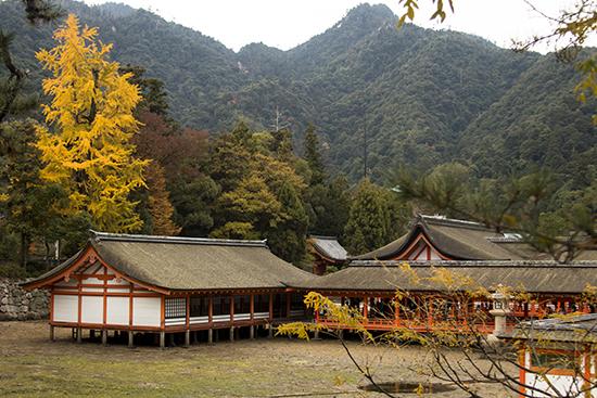 Santuario Itsukushima otoño Miyajima Japon