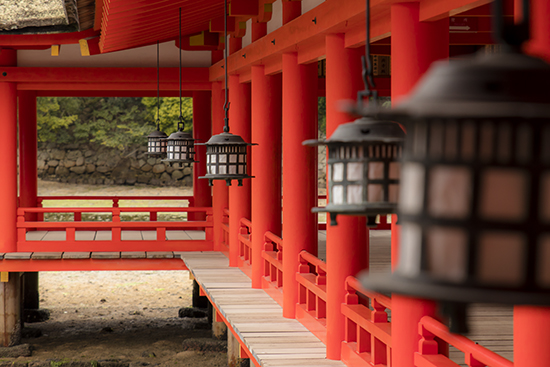 pasillos santuario flotante Miyajima marea baja Japon