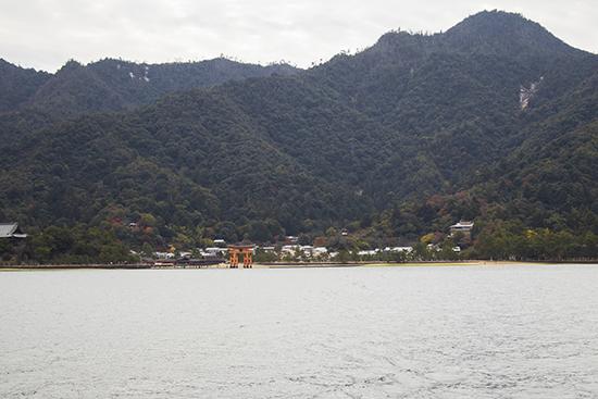vistas torii Miyajima desde el ferry