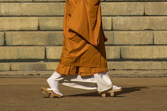 detalle sandalias monje japon koyasan