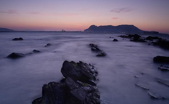 Gibraltar al amanecer