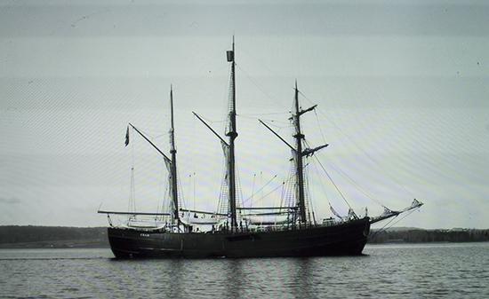 Fram navegando foto histórica tomada en el museo