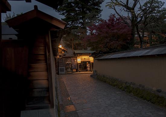 barrio samurai kanazawa de noche