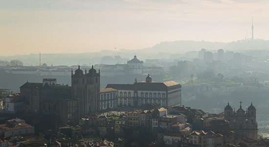 Vistas de la Catedral de Se desde mirador de la Torre de los Clérigos. Oporto.