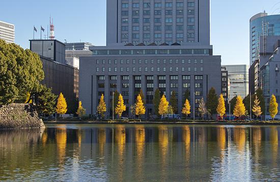 palacio imperial en otoño tokio