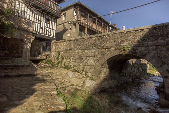Puente sobre río La Alberca