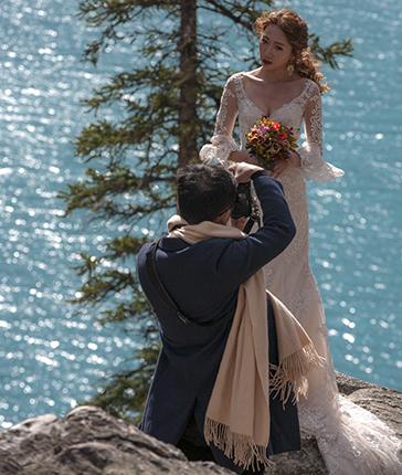 novia posando Rocosas Canadá
